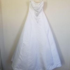 Dresses & Skirts - GERMAN WEDDING DRESS SIZE 6 CLASSIC